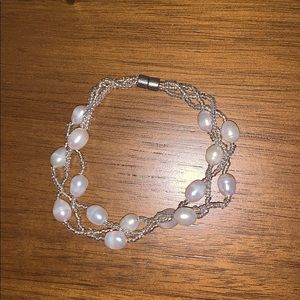 Jewelry - Magnetic closure pearl bracelet